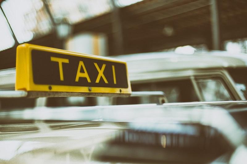 Larangan Gunakan Kendaraan Pribadi, Djarot Naik Taksi