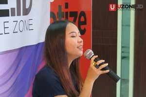 Gloria Jessica saat tampil membawakan single terbarunya berjudul Dia tak cinta kamu / © Ari Setiyawan