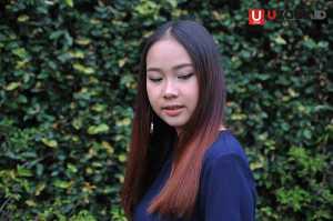 Gloria Jessica ssaat sesi foto di kantor UZONE / © Ari Setiyawan