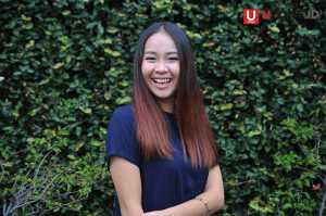 Gloria Jessica sangat ceria, padahal kondisi badan saat mengunjungi kantor UZONE sedang sakit / © Ari Setiyawan