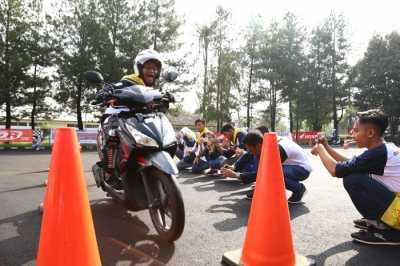 AHM Ajak 150 Pelajar Jago Ngeblog Safety Riding