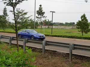 Cerita BMW Seri 3 yang Bisa MundurTanpa Megang Setir dan Nginjek Gas