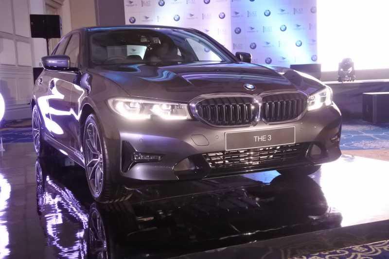 Buat Mobil Harian, BMW 320i Sport Tempuh 16 Km/L