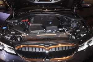 Mesin 2.000cc 4 silinder, daya maksimum 184 hp dan torsi 300 Nm. 8 Speed Transmission.
