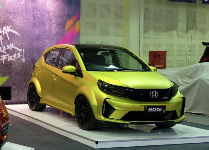 Modifikasi Honda Brio, Modal Stiker jadi Auto Ganteng!