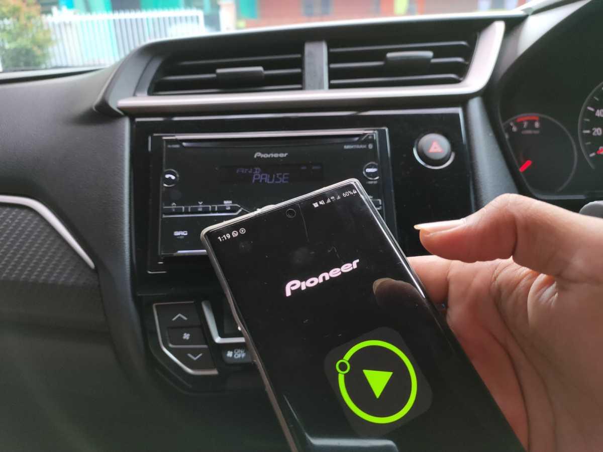 Tips Seting Audio Standar Honda Brio Satya, Bisa Pakai Smartphone!