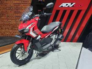 VIDEO Review Honda ADV150, Si Yamaha Nmax Killer!