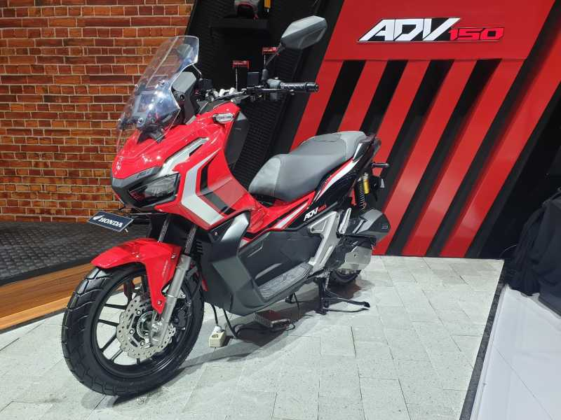 VIDEO Review Honda ADV150, Si Yamaha Nmax Killer!