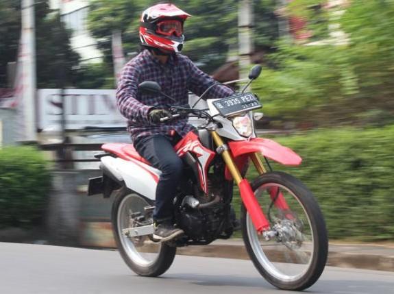 Test Ride Honda CRF 150L: Menikmati Motor Dua Alam di Jalan Aspal