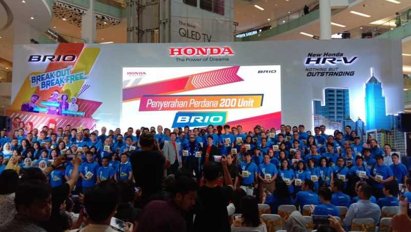 200 Orang Pembeli Pertama Sudah Bisa Nyetir All New Honda Brio