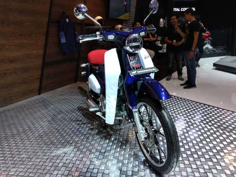 3 Motor Baru Terbaik 2018 Versi Uzone.id, Dari Yamaha R15 Sampai Honda Goldwing