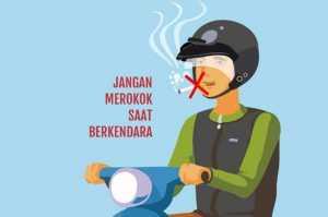 Nikmatnya Merokok Sambil Naik Motor
