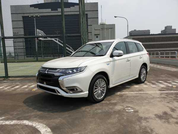 VIDEO Mitsubishi Outlander PHEV, SUV Hybrid yang Bisa Offroad