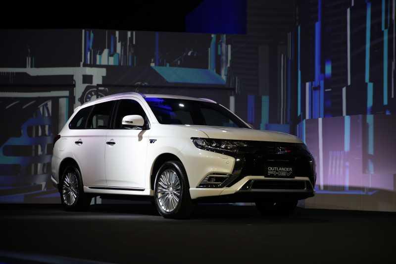 Outlander PHEV, SUV Hybrid Perdana Mitsubishi di Indonesia