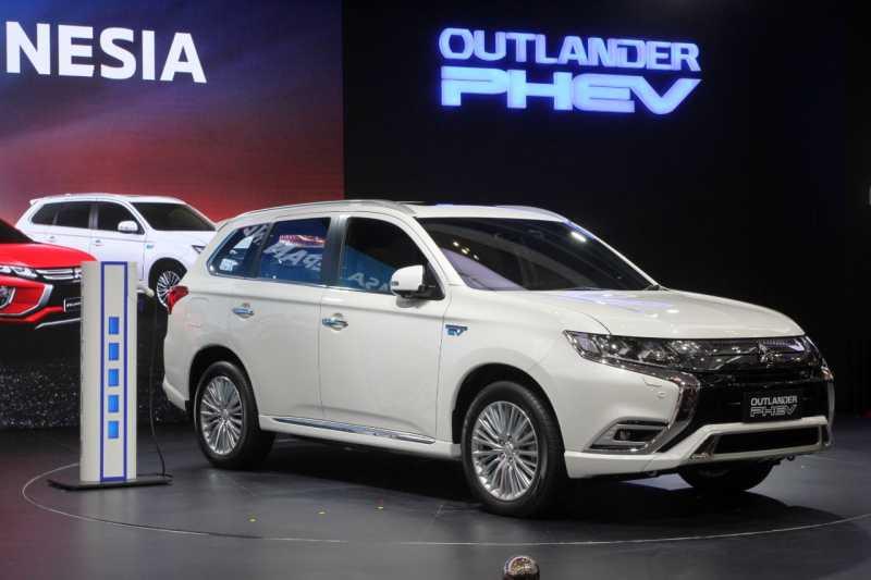 GIIAS 2019: Beli Outlander PHEV, Gratis Home Charger dan Instalasinya