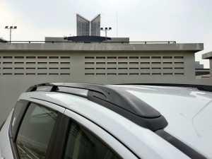 Roof rail pun kini dibuat jadi warna hitam (Bagja - Uzone.id)