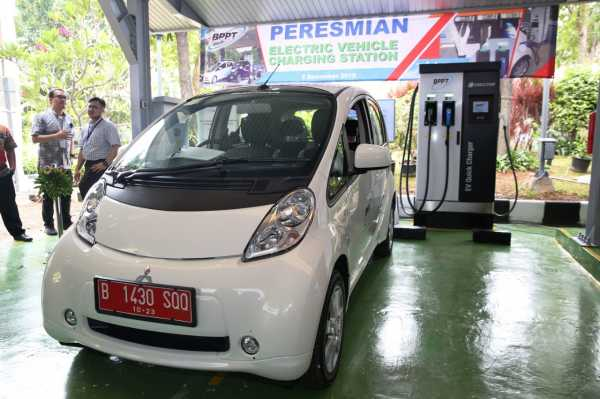 Dua Mobil Listrik Mitsubishi Eksis di Peresmian Charging Station Pemerintah