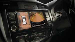 Nissan Navara facelift pakai fitur Intelligent Around View Monitor with Moving Object Detection.