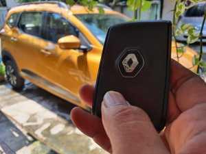 Renault membekali kunci yang dinamakan kartu akses pintar (Bagja - Uzone.id)