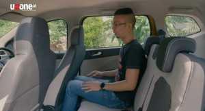 Duduk di baris kedua juga cukup luas ruang kaki dan kepalanya. Kursinya juga bisa disliding maju mundur sesuai kebtuhan space (Bagja - Uzone.id)
