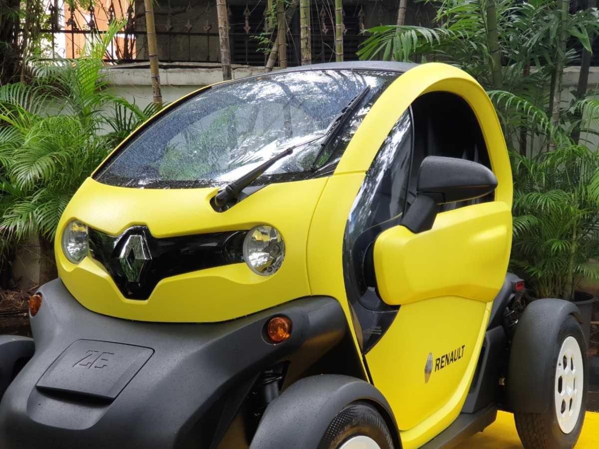 FOTO: Penasaran Sama Mobil Listrik Nyentrik Renault Twizy? Nih Detailnya!