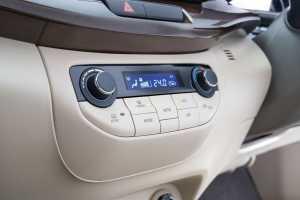 AC kini jadi digital, dengan fitur lebih lengkap dan tampilan gak murahan