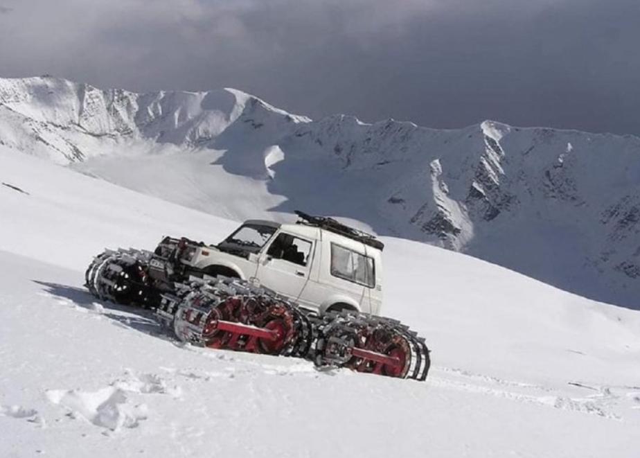 Seram, Tampang Suzuki Jimny Pakai Roda Tank