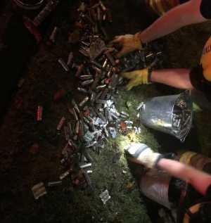 Ribuan sel baterai individu bentuk silinder dalam kondisi terburai. (Foto: Departemen Kepolisian Kota Corvallis)