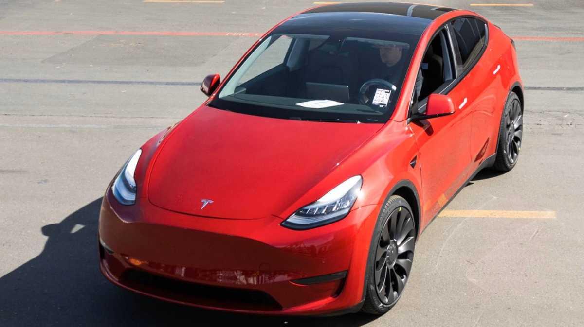 Elon Musk Janjikan Mobil Listrik Murah yang Hemat Baterai