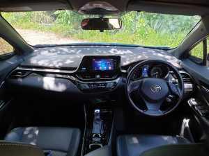 Layout dasbor yang memanjakan pengemudi karena dibuat mengarah ke kanan (Bagja - Uzone.id)