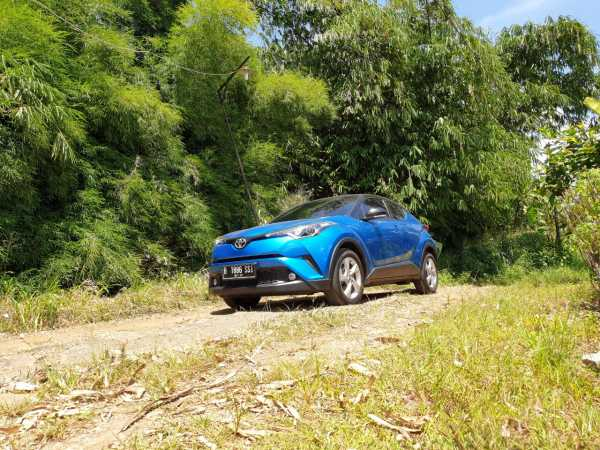 VIDEO: Test Drive Toyota C-HR, Crossover Harga Rusuh