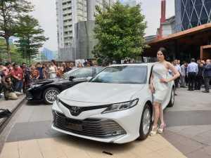 Toyota membanderol Camry terbaru ini mencapai RP 800 jutaan (Bagja - Uzone.id)