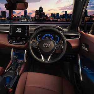 Tipe tertinggi 18.8 Hybrid Premium Safety pakai Toyota Safety Sense 2.0.
