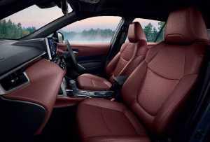 Interior pakai paduan warna dual tone, Red Terra Rossa  dan Black untuk varian Hybrid Premium dan Hybrid Premium Safety.