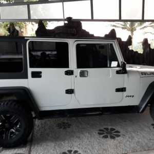 Jeep Rubicon empat pintu terbaru sejatinya memiliki mesin  Petrol 1.998cc dan mengeluarkan tenaga 269 hp.