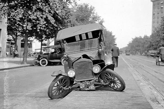 Taukah Kalian? Ini Kecelakaan Mobil Pertama di Dunia