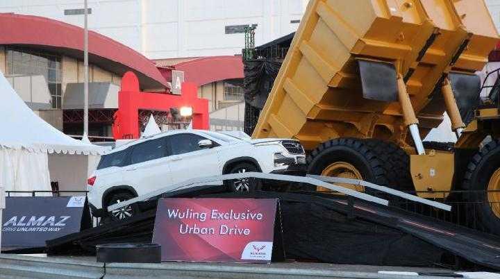 IIMS 2019: Wuling Bikin Area Test Drive Sendiri, Ratusan Orang Jajal Mobilnya
