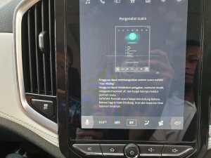 Kata kunci untuk memerintah mobil pun tersedia di layar sentuhnya itu secara lengkap