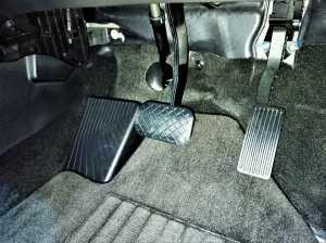 Type S menggunakan transmisi CVT