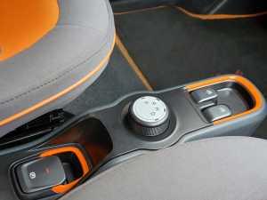 Kenob buat transmisi, ada N, D, R, P da tersedia tiga mode berkendara, ECO, Normal, Sport (Uzone.id - Bagja)