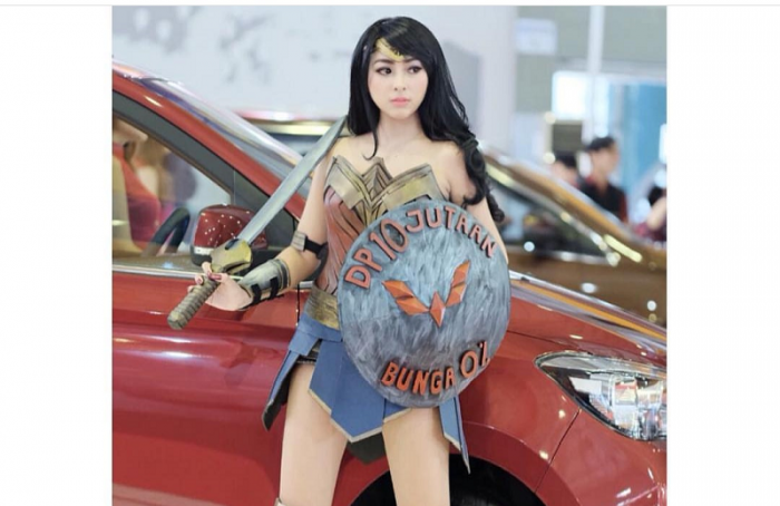 Makasar Dikejutkan Kemunculan Wonder Woman, Jualan Mobil DP 10 Jutaan!