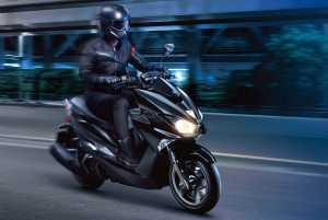 Sekilas, tampilannya macam motornya Batman, terutama kalau warnanya full hitam (Yamaha)
