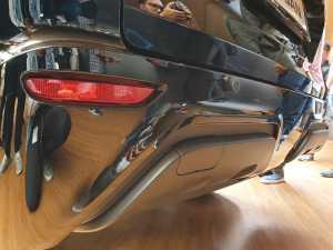 Bagian bumper belakang juga dibuat beda desain skid plate-nya