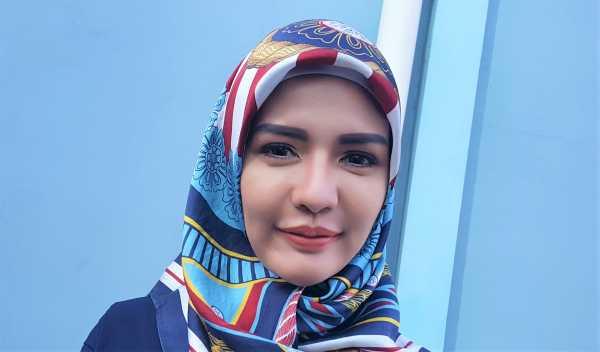 Mantan Kekasih Vicky Prasetyo Bagi-bagi THR Pakai Dolar