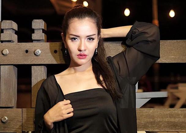 Tunangan Bohongan dengan Vicky Prasetyo, Anggia Chan Permalukan Diri