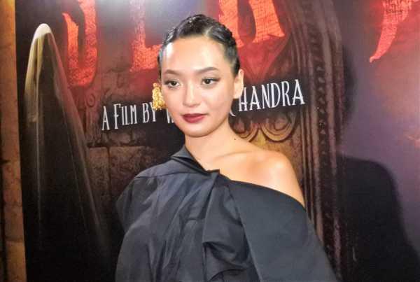 Asmara Abigail <i>Topless<i/> di Film 'Sekte'