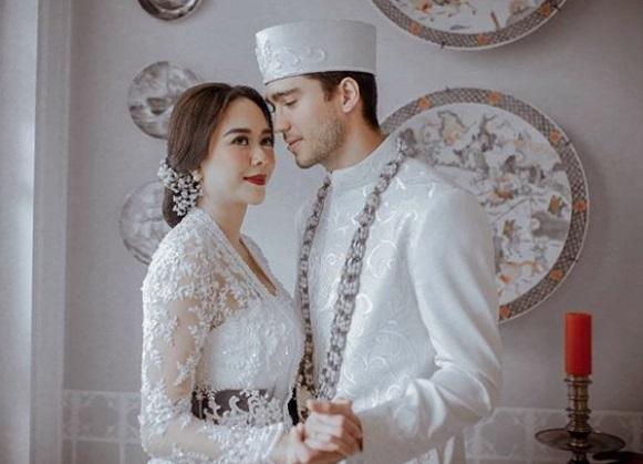Yuk, Kita Lihat Foto Pernikahan Aura Kasih dan Eryck Amaral