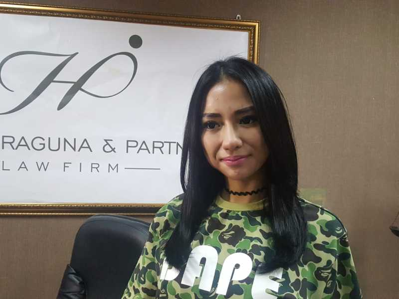 Resmi Ceraikan Bella Luna, Nana Diancam Denda Rp100 Miliar