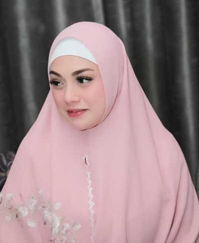 Pakai Hijab Syar'i, Celine Evangelista Dipuji Netizen