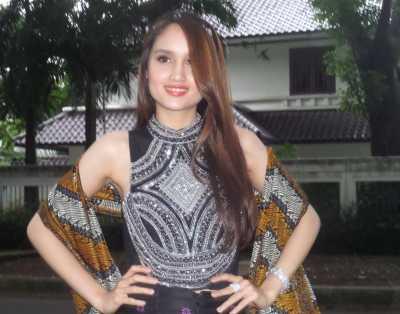 Cinta Laura Tanggapi Penolakan FPI Digelarnya Jember Fashion Carnaval